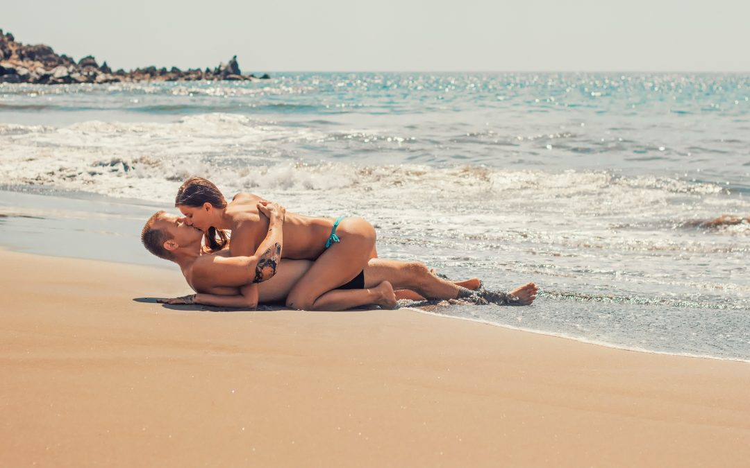 Back to nature – why we love sex in the open air & how we can make it happen!